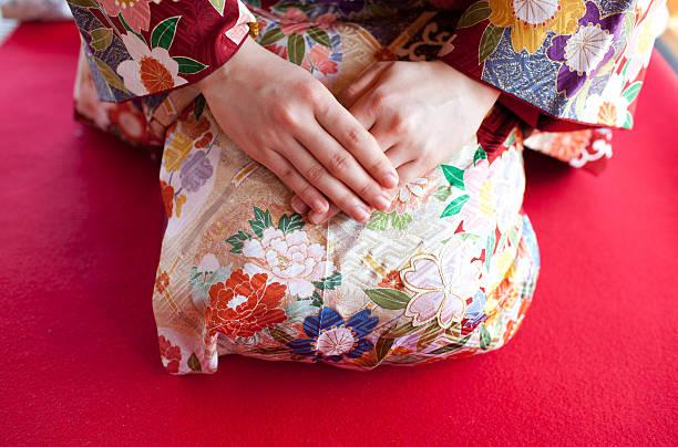 japanese woman wearing kimono - kimono stock-fotos und bilder