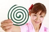 日本の女性、モスキートコイル