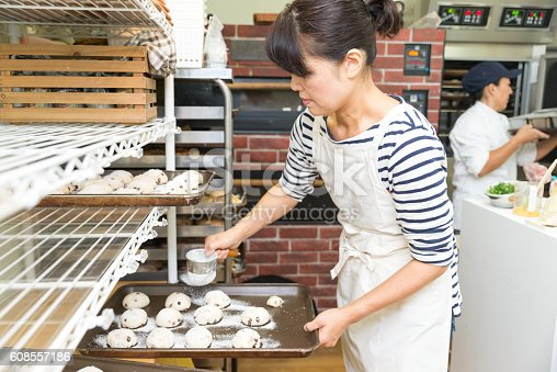 628876250 istock photo Japanese women baker working in the bakery 608557186