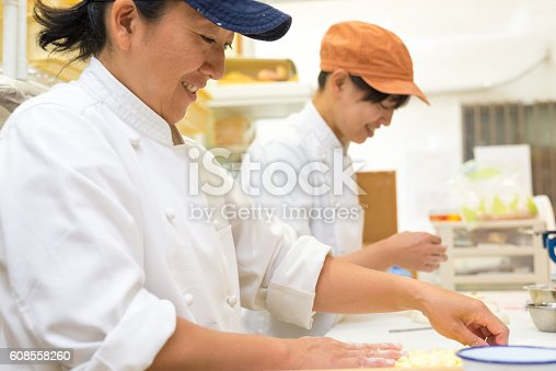 628876250 istock photo Japanese women baker working in the bakery 608558260