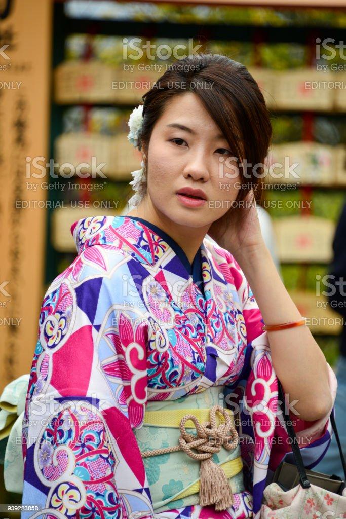 1b45ef092 Las Mujeres Japonesas Vestidas Con Kimono Japon Tradicional Foto de ...