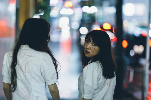 japanische frauen in krankenschwester kostüm - tokyo cosplay stock-fotos und bilder