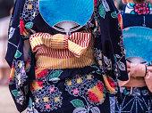 日本女性の伝統的なカジュアルな夏を身に着けているコスチューム「浴衣」「きもの」