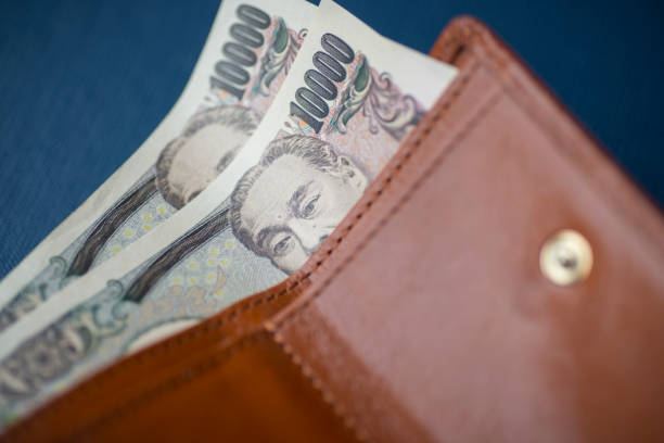 財布に 10000 円ノート - 財布 ストックフォトと画像