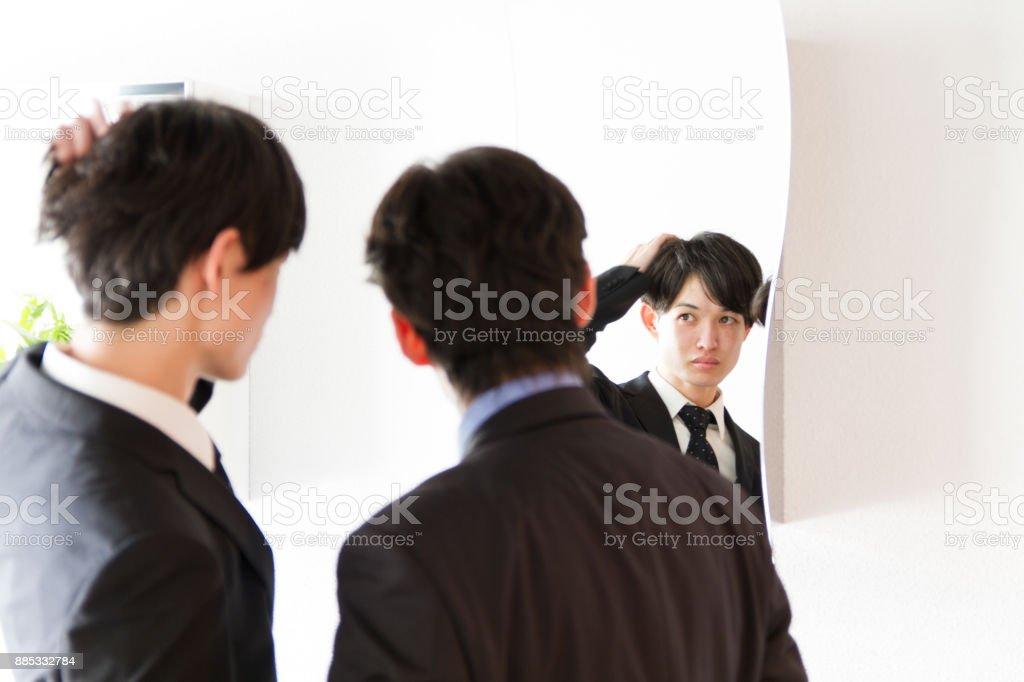 Foto De Homem De Negócios De Jovens Japoneses Arrumando No