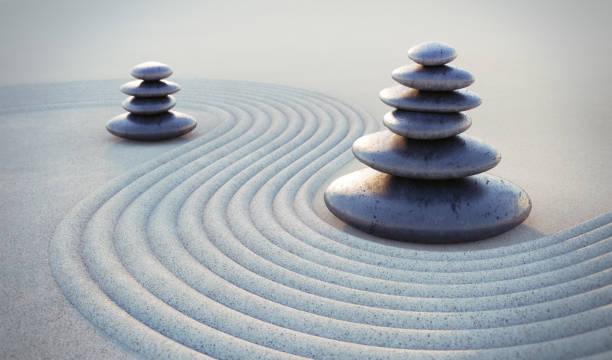 japanischer zen-garten mit strukturiertem sand - stockfoto - yin yoga stock-fotos und bilder