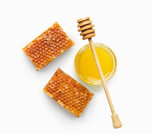 jar full of fresh honey and honeycombs isolated on white - miele dolci foto e immagini stock
