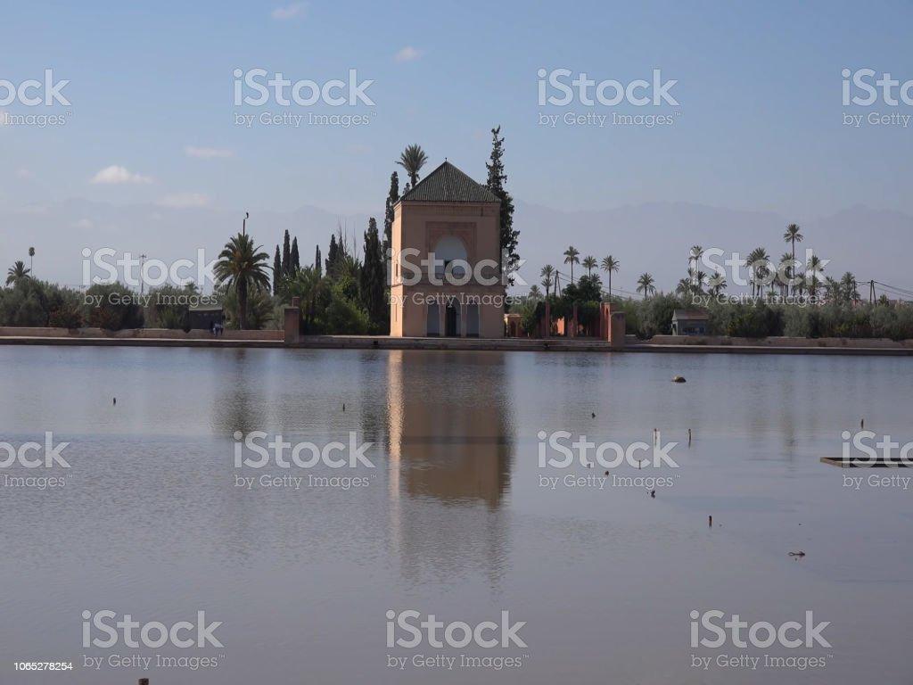 Jardin de Menara. Viajes y aventuras por Marrakech, Morocco. Arquitectura y sitios de interes en Marrakech. 2018 stock photo