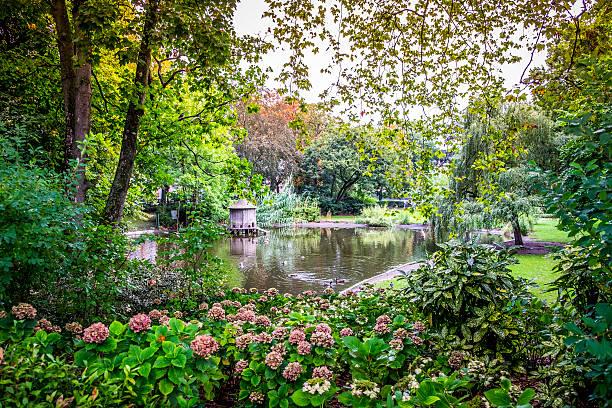 jardin royal garden a public park in toulouse - carlosanchezpereyra fotografías e imágenes de stock