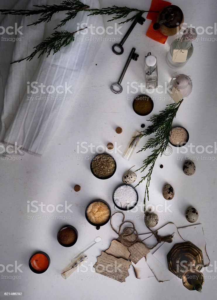 jars of powders, leaves burnt paper, scales on the table foto stock royalty-free