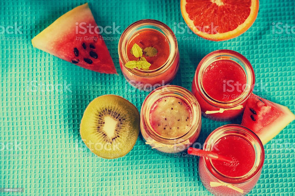 Jars with smoothies and fruits Lizenzfreies stock-foto