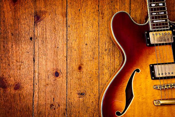 jazz blues – gitarre auf holz - blues stock-fotos und bilder