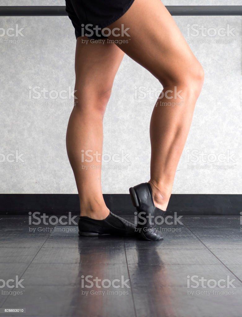 420dd1dc3 Piernas Zapatos Y Pies De Bailarina De Jazz Foto de stock y más ...