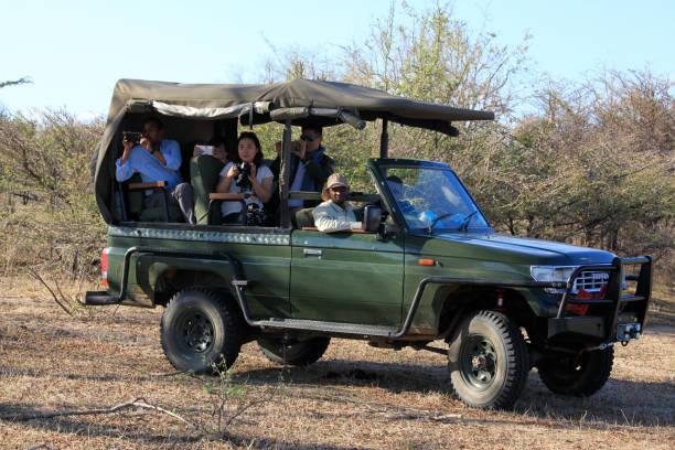 Jeep für Foto-Safari im Selous Game Reserve, Tansania – Foto