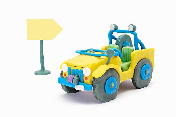 jeep mit traffic sign - hajohoos stock-fotos und bilder