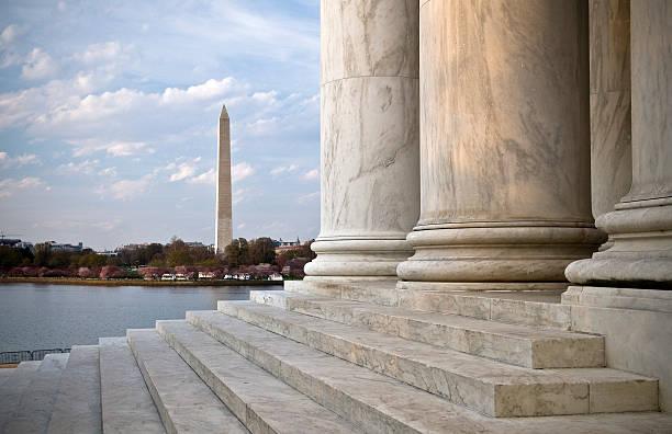washington monument du jefferson memorial - chapiteau colonne architecturale photos et images de collection