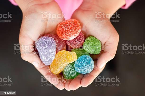 Jelly Dulces Manos De Niño Foto de stock y más banco de imágenes de Dulces