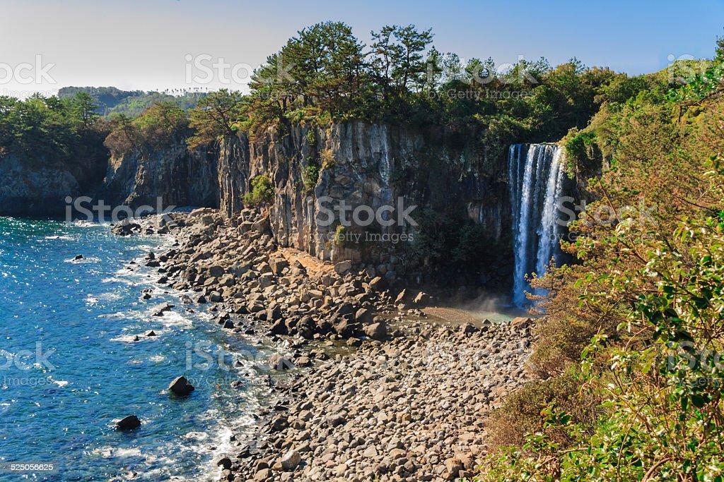 Jeongbang 滝も済州島,South korea - しぶきのロイヤリティフリーストックフォト