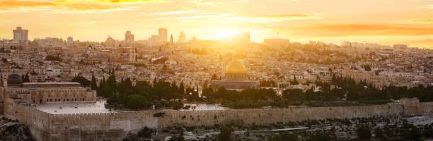jerusalem-stadt bei sonnenuntergang - jerusalem stock-fotos und bilder