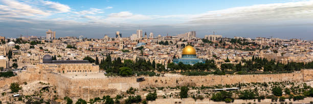 Jerusalem city in Israel View of Jerusalem Old city and the Temple Mount, Dome of the Rock and Al Aqsa Mosque from the Mount of Olives in Jerusalem, Israel dome of the rock stock pictures, royalty-free photos & images
