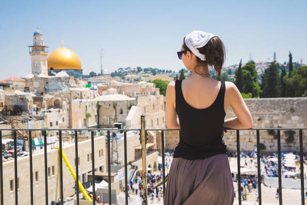 Jerusalem old city Girl looks at the Wailing Wall in Jerusalem dome of the rock stock pictures, royalty-free photos & images