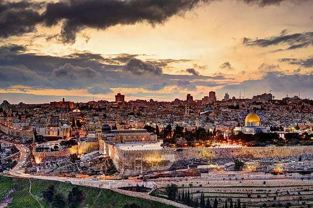 Jerusalem Old City Skyline Skyline of the Old City and Temple Mount in Jerusalem, Israel. jerusalem old city stock pictures, royalty-free photos & images