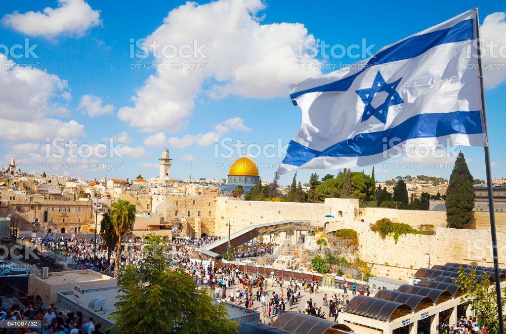 Jerusalems Altstadt Klagemauer mit israelischen Flagge - Lizenzfrei Altstadt Stock-Foto