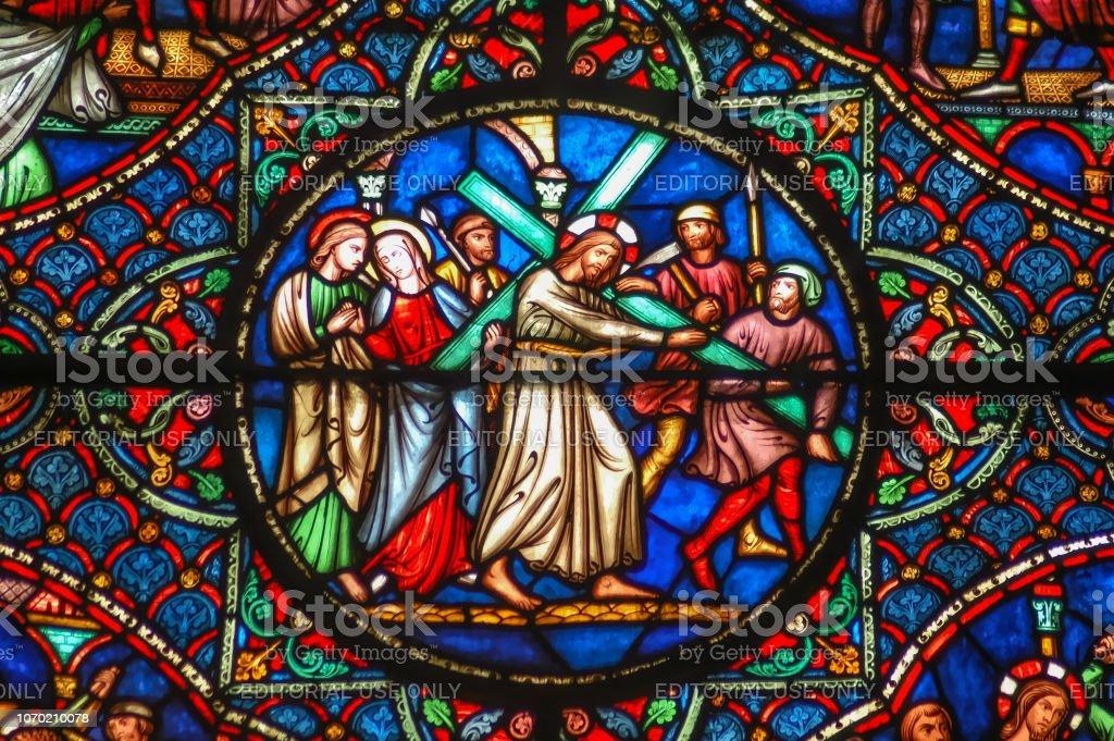 Jesus Christus das hölzerne Kreuz tragend – Foto