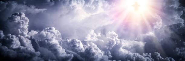jesus christ in the clouds - jesus cristo imagens e fotografias de stock
