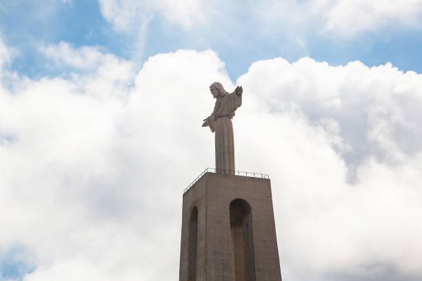 jesus christ monument in lisbon - cristo rei lisboa imagens e fotografias de stock