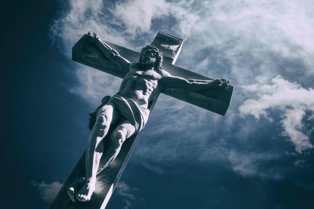jésus christ sur la croix - jesus croix photos et images de collection