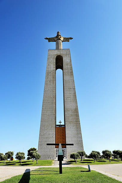 estátua de jesus cristo em lisboa - cristo rei lisboa imagens e fotografias de stock