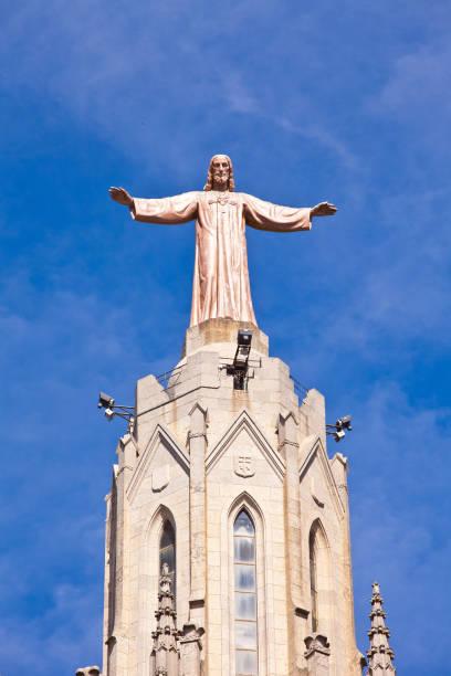 jesus christus statue at expiatory church of the sacred heart of jesus - jesus and heart zdjęcia i obrazy z banku zdjęć