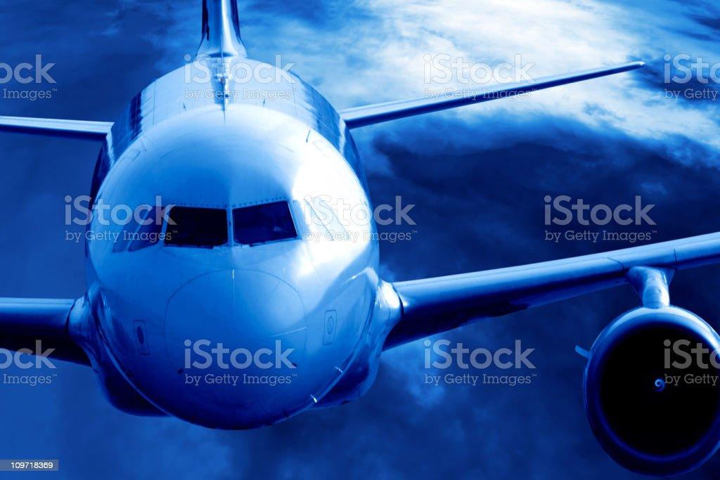 jet Passagierflugzeug fliegen in der Höhe – Foto