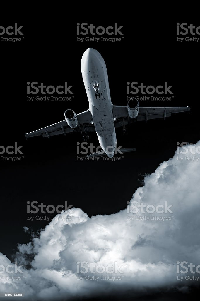 XXL-jet Passagierflugzeug Landung bei Nacht – Foto