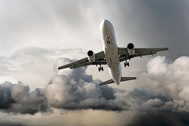 XXL-jet Passagierflugzeug Landung im Sturm – Foto