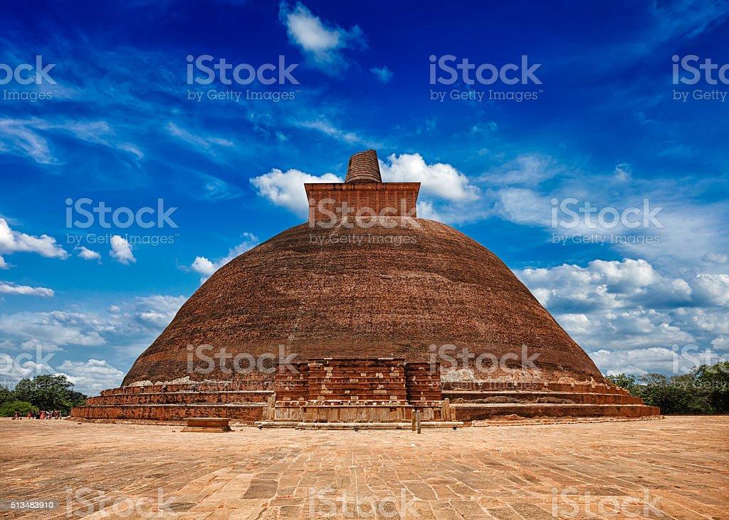 Dagoba blanc de bouddhiste Jetavaranama stupa dans la vieille ville - Photo