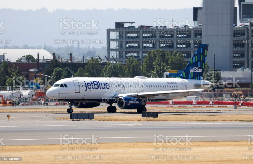 Jetblue Airlines Airbus A320 Taxiing To The End Of The Runway For Departure Stock Photo Download Image Now Istock