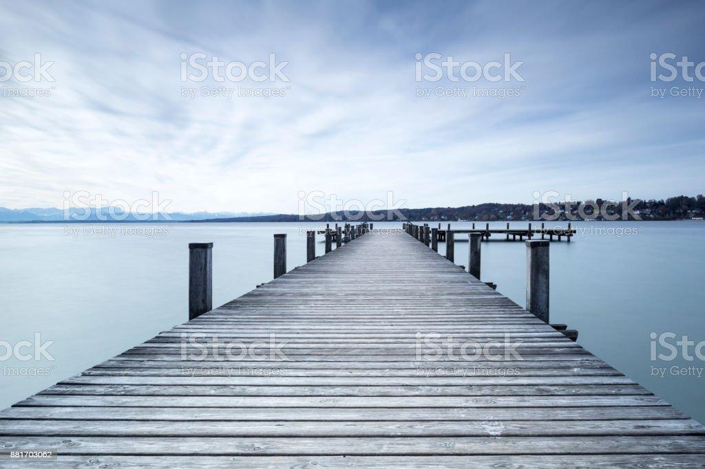 Steg am Starnberger See zu sehen, in Bayern, Deutschland – Foto