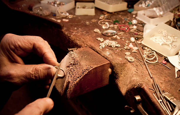 jeweler - hand gold jewels bildbanksfoton och bilder