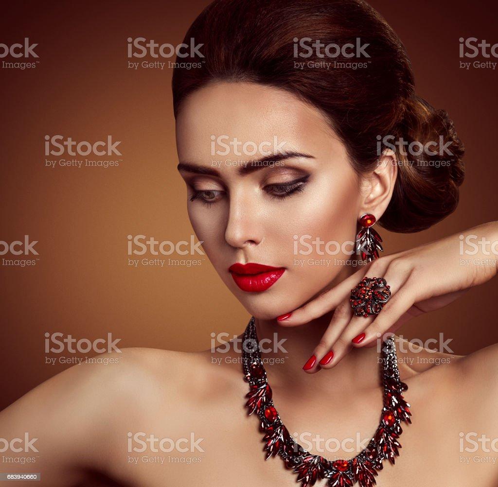 collier visage femme