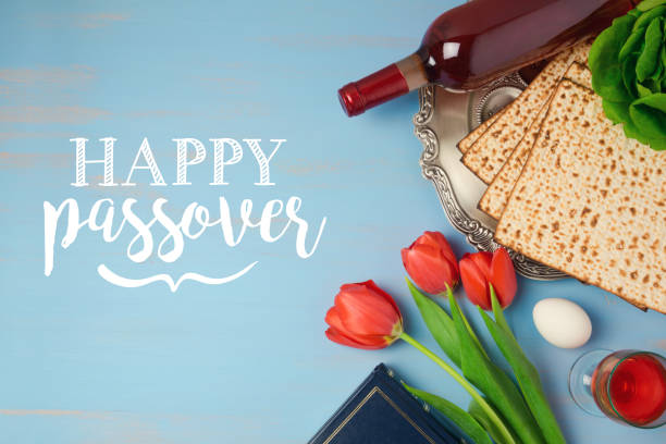 Jewish holiday Passover Pesah greeting card with seder plate, matzoh and tulip flowers on wooden background Jewish holiday Passover Pesah greeting card with seder plate, matzoh and tulip flowers on wooden background passover stock pictures, royalty-free photos & images