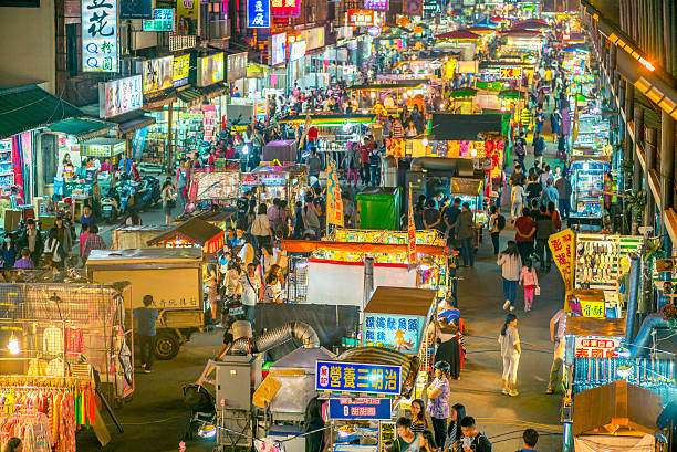 jhongli xinming night market, - avondmarkt stockfoto's en -beelden