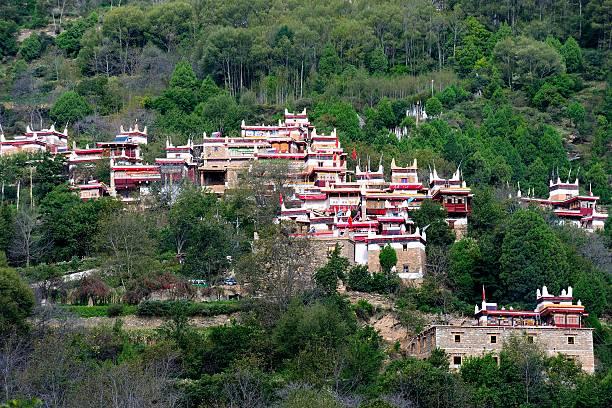 jiaju tibetan village 014 - ganzi tibet özerk bölgesi stok fotoğraflar ve resimler