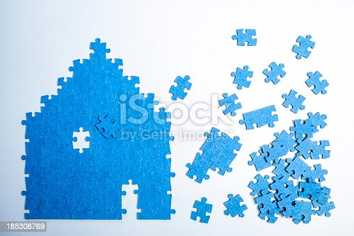 istock Jigsaw Puzzle House 185308769