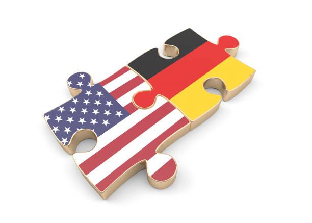 jigsaw puzzles mit usa und deutschlandfahnen texturiert. isolated on white - deutschland usa stock-fotos und bilder