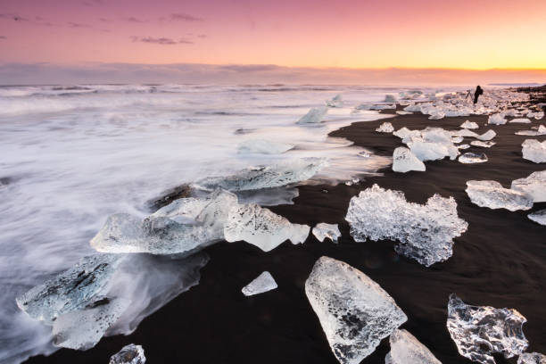 Jökulsárlón Icebergs at Sunrise Jökulsárlón Icebergs at Sunrise jokulsarlon stock pictures, royalty-free photos & images