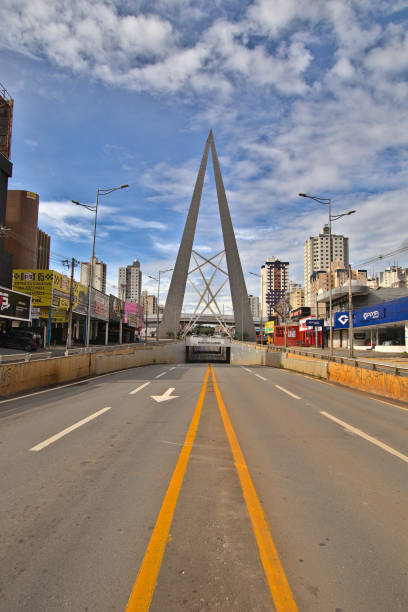 Joao Alves Queiroz overpass Joao Alves Queiroz is the name this overpass at Goiania city and was empty during quaretine of COVID 19. On March 28, 2020, Goiania, Brazil. goiás city stock pictures, royalty-free photos & images