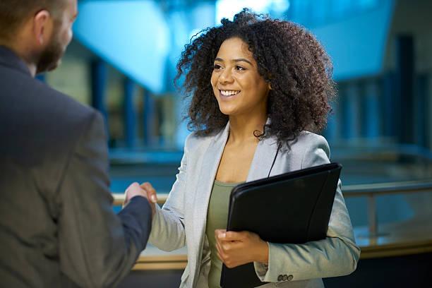 Demandeur d'emploi se serrant la main. - Photo