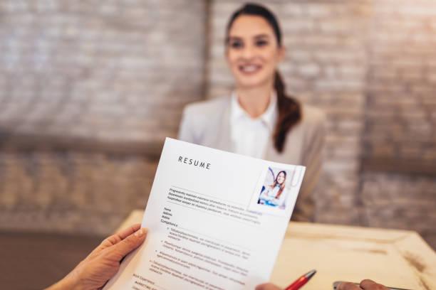 Solicitantes de empleo con entrevista - foto de stock